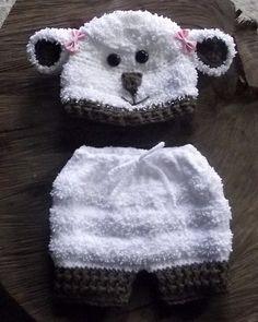 Conjunto confeccionado em crochê. detalhes - botões e lacinhos cor - branco com detalhes em marrom tamanhos - RN / 1 a 3 / 3 a 6 meses R$ 89,90
