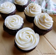 chocolate cupcakes with sweetened condensed milk buttercream piped in rosettes and ruffles Buttercream Recipe, Frosting Recipes, Cupcake Recipes, Cupcake Cakes, Dessert Recipes, Frosting Tips, Cupcake Ideas, Top Recipes, Cup Cakes