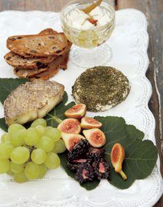 Obst und Käse Platte - Vorspeise zum Oster Picknick
