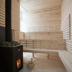Баня на дровах с отделкой из светлого дерева