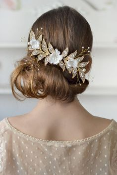 Gold bridal jewelry rhinestones hair comb cream floral head piece back crown wedding gold cream hair comb bridal Crystal wedding hair silk This is a Delightful accessory for hairstyles bridesmaid or for a special occasion. The comb is made in a single copy with handmade flowers of silk. The size of the comb : length - 16 cm / 6,3 inch width - 6cm /2,4 inch materials: - silk flowers - pearls - crystals - wire gold - metal comb - love Headpiece is in the gift box. Thank you for...