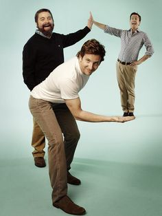 Zach Galifianakis, Bradley Cooper and Ed Helms - love these guys Zach Galifianakis, Perspective Photography, Perspective Photos, Forced Perspective, Poses Photo, Three Best Friends, Bradley Cooper, Famous Faces, Comedians