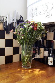 Freunde von Freunden — Flowers in the kitchen