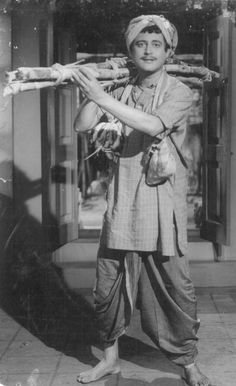 Guru Dutt in Bharosa, Vintage Bollywood, Indian Bollywood, Bollywood Actress, Back Day, Indian Movies, Ex Wives, Sweet Memories, Best Actor, Movie Stars
