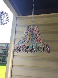 Suncatcher from a lamp shade / lampshade frame and beads / baubles Wire Crafts, Fun Crafts, Diy And Crafts, Light Crafts, Jewelry Crafts, Garden Crafts, Garden Art, Diy Wind Chimes, Deco Boheme