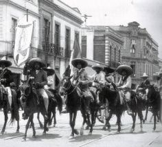 Marzo 11 de 1915  Las fuerzas del Ejército del Sur de Emiliano Zapata, ocupan la ciudad de México en nombre de la Convención de Aguascalientes. | #Memoria #Politica de #Mexico | http://memoriapoliticademexico.org/Efemerides/3/11031915.html
