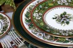 If I ever decided to buy Christmas china, this would be a major contender. Spode Christmas Rose