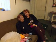 This is a brilliant photo of famous Irish singer - Mary Coughlan knitting with a friend <3 #marycoughlan #knitting #celebrity #irish