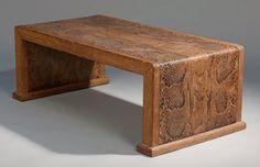 Marcel COARD (1889-1975), Attribué à TABLE BASSE en chêne, plateau entièrement gainé d'une pleine peau de python d'origine, piètement intérieur gainé aussi de python d'origine, dessous du plateau gainé… - Brissonneau - 20/03/2015