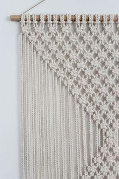 Macrame Wall Hanging DIAMONDS Ecru par ButtermilkDesignCo sur Etsy