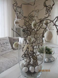 Ostern - sedirik You are in the right place about Easter Decor Ideas for fireplace Easter Art, Hoppy Easter, Easter Crafts, Diy Easter Decorations, Christmas Decorations, Table Decorations, Diy Osterschmuck, Branch Decor, Easter Flowers