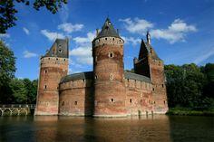 Castillo de Beersel, a 10 km al sur de Bruselas (siglo XIV)