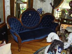 beautiful authentic Victorian loveseat, newly reupholstered...its great!! Victorian Love Seats, Victorian Style Decor, Victorian Rooms, Victorian Sofa, Victorian Furniture, Dream Furniture, Home Furniture, Settee, Armchair