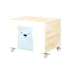 """Skrzynia na zabawki """"Miś polarny"""" to ręcznie wykonany i ręcznie malowany funkcjonalny, mobilny pojemnik na zabawki."""