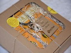 Dárkový set s bio arganovým olejem z Maroka Paper Shopping Bag, Gift Wrapping, Gifts, Beauty, Gift Wrapping Paper, Presents, Wrapping Gifts, Favors, Beauty Illustration