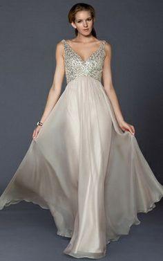 Vestidos de fiesta largos son más formales y elegantes. Gown, attire,evening dress,night dress