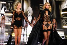 Taylor Swift & Karlie Kloss Look Like They're Kissing At NYC Concert | OK! Magazine