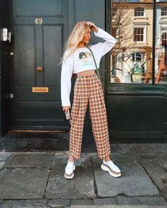 Olivia frost auf ich hatte so gute hosen frost good style 35 street style fall outfit ideas to copy now falloutfitideas falloutfitsforwomen falloutfits cozylovely com Vintage Outfits, Retro Outfits, Grunge Outfits, Outfits For Teens, Casual Outfits, Cute Outfits, 80s Style Outfits, Fashion Mode, Aesthetic Fashion