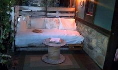 My Ranch-Style, Rustic Pallet Daybed :: Hometalk