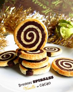 biscuits en spirales cacao et vanille Cookie Desserts, Cookie Recipes, Christmas Sweets, Cacao, Churros, Cookies Et Biscuits, Chocolate Chip Cookies, Cake Pops, Gingerbread Cookies
