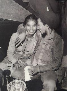 Bob Marley with Sandra Kong - Night Club inna Paris France Bob Marley Legend, Reggae Bob Marley, Bob Marley Wife, Amor Universal, Bob Marley Pictures, Marley Family, Jah Rastafari, Peter Tosh, Frases