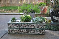 betonblock garten Upcycled cinder block mosaic herb garden planter with olive branch pattern. I found these concrete footing blocks in my yard and thought they would make a great li Garden Blocks, Cinder Block Garden, Cinder Blocks, Cinder Block Ideas, Concrete Block Retaining Wall, Concrete Blocks, Retaining Walls, Herb Garden Planter, Cement Garden