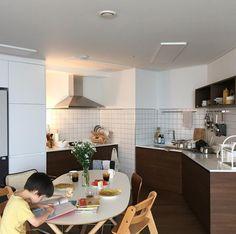 Interior Design Kitchen, Room Interior, Dinner Room, Space Interiors, Interior Concept, Minimalist Kitchen, Kitchen Living, House Rooms, Cozy House