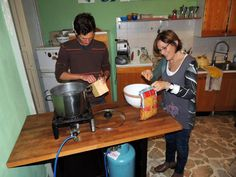 Due nostri studenti ai fornelli