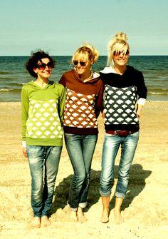 """Sweatshirts - HOODIE """"BLUE SKYS"""" IN DUNKELBLAU-CREME - ein Designerstück von Bonnie-and-Buttermilk bei DaWanda"""