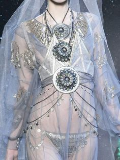 John Galliano Fall 2009 Ready to Wear (via bienenkiste)
