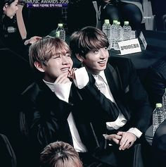 SO DAMN CUTE LOOK AT THOSE SMILES AWWWWWWWWW ❤️❤️❤️ Taehyung and Jungkook
