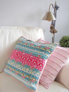 Kussenhoes Enora is één van de naaipatronen van Collie-Collie via http://nl.dawanda.com/