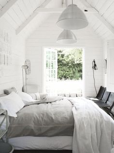 . Dream Bedroom, Home Bedroom, Master Bedroom, Bedroom Decor, Garage Bedroom, Airy Bedroom, Bedroom Ideas, White Bedrooms, Design Bedroom