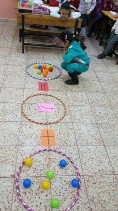 This hula hoop activity uses mathematical models to represent and understand quantitative relationships. It also models algebraic equations. Maths Eyfs, Preschool Math, Math Classroom, Kindergarten Math, Teaching Math, Numeracy, Future Classroom, Math For Kids, Fun Math