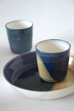Kirstie Van Noort...love the glaze combo: tan or butterscotch paired with a nice, rich blue.