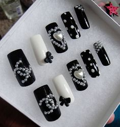 Hey, I found this really awesome Etsy listing at http://www.etsy.com/listing/150037998/3d-kawaii-nail-set-black-and-white-heart