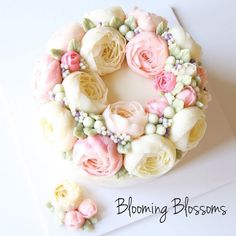 Peony Wreath with Blueberry-Almond Cake🌸💕_  #bloomingblossoms #cakery #flowercake #cake #cupcakes #flowercakeclass #LAbakingclass #LAflowercake #instafood #instaflower #homebaking #instacake #birthdaycake #bridalshower #weddingcake #cakestagram #wedding #babyshower #peony #꽃스타그램 #꽃 #플라워케이크 #플라워컵케이크 #LA플라워케이크 #엘에이플라워케이크 #버터크림플라워케이크 #생일케이크 #EJ_Table