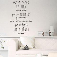 """Vinilos decorativos con la frase """"La vida no se mide por los momentos que respiras, sino por los momentos que te dejan sin aliento"""". Pegatinas o stickers de pared"""