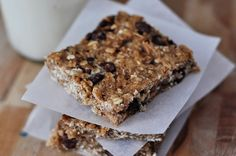 Healthy Banana Oat Snack Bars Recipe Breakfast and Brunch, Desserts, Lunch and Snacks with whole wheat flour, rolled oats, Puffed Rice Cereal, salt, nutmeg, cinnamon, bananas, honey, plain yogurt, peanut butter, vanilla, semi-sweet chocolate morsels
