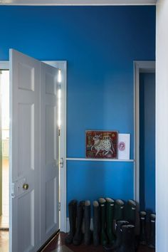 Cook's Blue by Farrow & Ball is a vibrant blue paint colour available at Tonic Living in Toronto Farrow Ball, Farrow And Ball Paint, Wall Exterior, Interior And Exterior, Cooks Blue Farrow And Ball, Room Colors, Paint Colors, Wall Colours, Wooden Window Frames