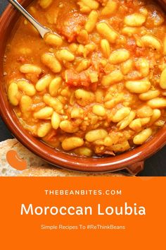 This loubia recipe is an easy-to-make version of stewed Moroccan beans. Made with canned white beans, it's the perfect side dish or starter to accompany Moroccan cuisine or roasted meats. It's also entirely vegan and made in less than 30 minutes.