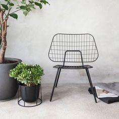 Heiter bis sonnig: Design für draußen | WM String Lounge Chair von Menu online kaufen im stilwerk shop | ab € 280,-