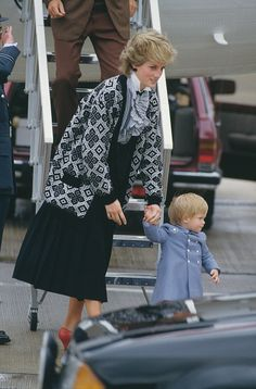 Diana, Princess of Wales with her son Prince Harry during a holiday with the Spanish royal family at the Marivent Palace in Palma de Mallorca, Spain, August Get premium, high resolution news photos at Getty Images Princess Photo, Real Princess, Princess Mary, Princess Of Wales, Diana Fashion, Royal Fashion, Royal Family Pictures, Princess Diana Pictures, Lady Diana Spencer