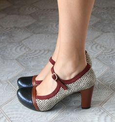Love Mary Jane heels, I find them easier to walk in than hee.- Love Mary Jane heels, I find them easier to walk in than heels without a strap L… – - Pretty Shoes, Beautiful Shoes, Cute Shoes, Me Too Shoes, Pin Up Shoes, Mary Jane Heels, Vintage Style Shoes, Vintage Outfits, Vintage Shoes Women