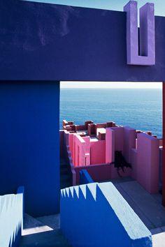 La Muralla Roja | Ricardo Bofill Taller de Arquitectura | Archinect