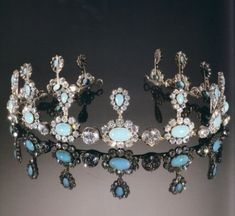 These diamonds and opals are real.  I think I could totally pull off wearing this in daily life, lol.