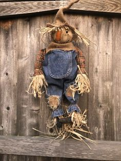 Fall Halloween, Halloween Ideas, Halloween Decorations, Primitive Fall, Primitive Crafts, Fall Primitives, Hand Hooked Rugs, Scarecrows, Fall Decorating