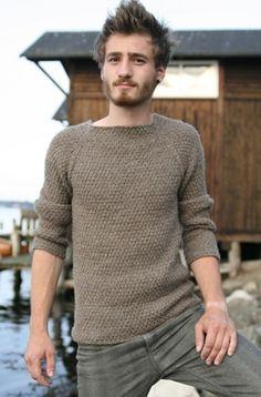 Knitting pattern on raglan sweater Pull Crochet, Knit Or Crochet, Ugly Sweater Couple, Male Clothes, Free Knitting, Knitting Patterns, Sweater Patterns, Raglan Pullover, Mens Jumpers