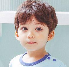 Đây là cậu bé lai 4 tuổi được mệnh danh đẹp trai nhất thế giới! - Ảnh 4.