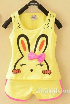 Đồ bộ bé gái hình in thỏ màu vàng Dresses Kids Girl, Little Girl Outfits, Cute Outfits For Kids, Toddler Outfits, Baby Girl Fashion, Kids Fashion, Baby Girl Closet, Mother Daughter Matching Outfits, Girl Trends